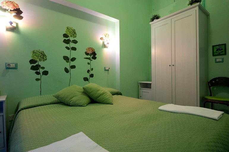 Bed and breakfast rhome86 renato zero - Camera da letto verde acqua ...
